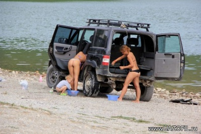 Пляж. УАЗ и Девушки с сайта Uazofil.ru